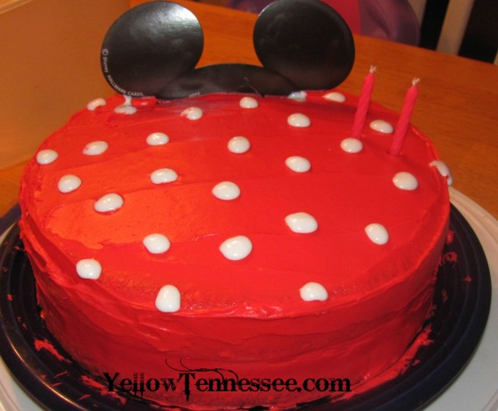 How to make a Polka Dot Minne Mouse Birthday Cake #recipe - Yellow ...