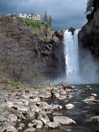 11744325-snoqualmie-falls-attraction-east-of-seattle-washington-state-usa